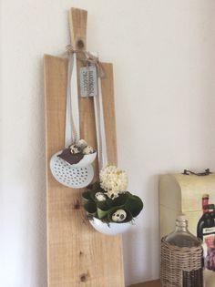 Weer de stokbroodplank met pollepels van Art de la Fleur. Nu als paasidee. Gezellig in de keuken. Janneke