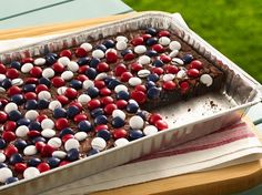 Red, White & Blue Candy-Topped Brownies from Betty Crocker [Independence Day Menu Ideas at High-Heeled Love] Blue Desserts, 4th Of July Desserts, Fourth Of July Food, 4th Of July Party, July 4th, Patriotic Desserts, Summer Desserts, Memorial Day Desserts, Patriotic Cupcakes