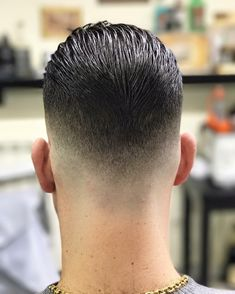 Check this out from Go check em Out Check Out for 57 Ways to Build a Strong Barber Clientele! Popular Haircuts, Cool Haircuts, Haircuts For Men, Hair And Beard Styles, Curly Hair Styles, Urban Look, Gents Hair Style, Hair Cutting Techniques, Barber Haircuts