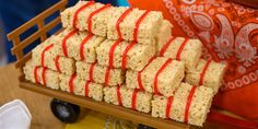 Russell created miniature bales of hay for dessert from rice crispie treats and pull apart twizzlers. Candy Gift Baskets, Candy Gifts, Birthday Treats, 1st Birthday Parties, Rice Crispy Treats, Krispie Treats, Baby Shower Treats, Surprise Baby, Cowboy Birthday