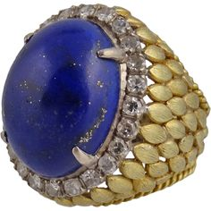 A wonderful vintage large 18K gold diamond and lapis lazuli cocktail ring, c. 1960s. The ring has Florentine gold petals going down to a braided shank