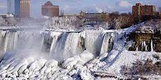 Niagara parkway in Niagara Falls, ON
