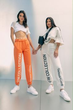 Kendall and Kylie for KendallKylie Fall 2020 Campaign. Kylie Jenner Outfits, Ropa Kylie Jenner, Photos Kylie Jenner, Kendall Jenner Mode, Looks Kylie Jenner, Estilo Kylie Jenner, Estilo Kardashian, Kyle Jenner, Kendall And Kylie Jenner