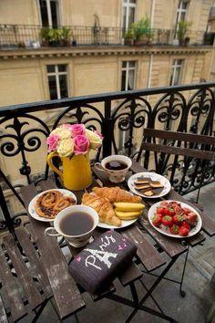 Mornings In Paris - Gal Meets Glam. That's the real mood when you're n Paris! Coffee Break, Coffee Time, Tea Time, Coffee Cups, Morning Coffee, Coffee Maker, Breakfast Desayunos, Breakfast In Paris, European Breakfast