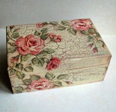 Discover thousands of images about ABruxinhaCoisasGirasdaCarmita: Caixa de madeira (decoupage) Decoupage Tutorial, Decoupage Box, Decoupage Vintage, Shabby Vintage, Decoupage Drawers, Napkin Decoupage, Painted Boxes, Wooden Boxes, Altered Boxes