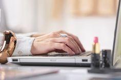 Teetkö istumatyötä? Uudet suositukset kehottavat seisomaan ainakin 2 tuntia päivässä