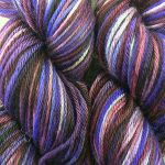 Urban Wolves Kira Hand-Dyed Worsted, Violet Reaction
