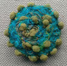 Broche textile. Soleil scandinave. par VeronikB sur Etsy