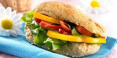Pehmeät Sämpylät Puurosta Ciabatta, Salmon Burgers, Scones, Guacamole, Food Inspiration, Sandwiches, Rolls, Food And Drink, Chicken
