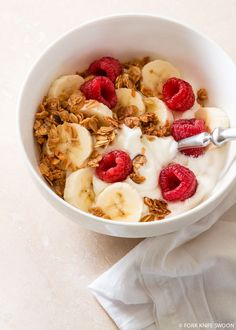 Homemade Maple Cinnamon Granola - how to eat healthy Healthy Breakfast Recipes, Healthy Snacks, Healthy Recipes, Healthy Milk, Eating Healthy, Think Food, Love Food, Food Goals, Aesthetic Food