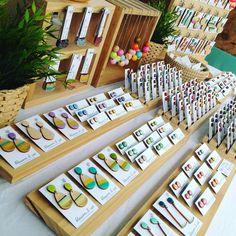 Market Stall Display, Market Displays, Craft Fair Displays, Earring Display, Jewellery Display, Jewelry Booth, Display Design, Display Ideas, Craft Markets