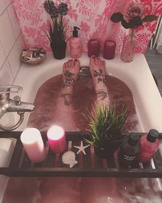 "846 Likes, 7 Comments - ✨Aηηєкє || LνƖ. 24 || Oтαкυ✨ (@kureijineko) on Instagram: ""Entspannung am Dienstag. ♀️✨ . . . . #Entspannung #Badezeit #baden #bathtime #bath #lush…"""