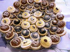 Svadobné (ne)kysnuté koláče - recept | Varecha.sk Mini Cupcakes, Christmas Cookies, Knitting, Basket, Xmas Cookies, Christmas Crack, Tricot, Christmas Biscuits, Breien