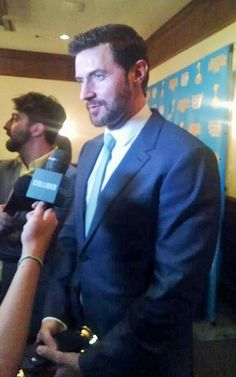 Richard Armitage wins Best supporting actor as Thorin Oakenshield in also award winning film The Hobbit BOTFA, Saturn Awards, 25-6-2015. Interview by Collider (YouTube).