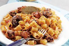 ''Htapodi me kofto makaronaki'' : Greek octapus stew with pasta. Greek Recipes, Fish Recipes, Seafood Recipes, Cooking Recipes, Healthy Food Options, Healthy Recipes, Delicious Recipes, Eat Greek, Greek Cooking