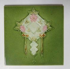 Vintage Majolica Tile FLOWER H & R Johnson England 44193