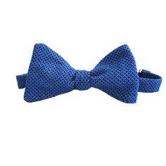 #corbatin Marino - clasico  Corbatin con sutiles flores blancas sobre azul. #Colombia #macardi.com Accessories, Fashion, Online Shopping, Sailor, Colombia, Hand Made, Bangle Bracelets, Men, White Flowers