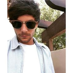 #celebrity #famous #band #onedirection #louistomlinson #selfie #fashion #style #outfit #stylish #styles #sunglasses http://tipsrazzi.com/ipost/1524662046640241548/?code=BUosA2sgvuM