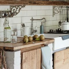 Charming kitchen - - # Outside kitchen Barn Kitchen, Farmhouse Style Kitchen, Modern Farmhouse Kitchens, Home Decor Kitchen, Rustic Kitchen, Country Kitchen, Kitchen Interior, Kitchen Dining, Kitchen Stories