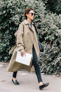 Trench coat, camel coat, ankle boots, french girl style, minimalist style, neutral outfits, loafers Street Style, Coat, Jackets, Instagram, Fashion, Grey Sweater, Black, Loafers, Style