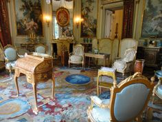 The Musée Nissim de Camondo is an elegant house museum of French decorative arts located in the Hôtel Camondo, rue de Monceau, at the edge of the Parc Monceau, in the arrondissement of Paris, France. Nook And Cranny, Writing Table, French Empire, French Furniture, Art Decor, Home Decor, Vintage Decor, Beautiful Homes, Dining Chairs
