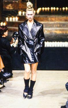 Alexander McQueen Fall 1996 Ready-to-Wear Fashion Show - Kate Moss