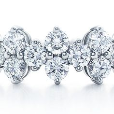 Oh my, oh my, oh my....if I were to become engaged again, I would LOVE this ring to be placed upon my finger!