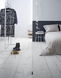 Witte houten vloer | bedtextiel | Swiss Sense slaapkamer inspiratie | Kijk voor meer boxsprings en bedlinnen op SwissSense.nl
