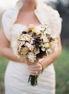 fall-wedding-bouquet-ideas-cream-purple-brown-green