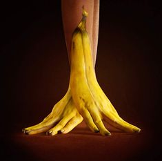 Illusion: If you enjoy body art, you will probably like viewing this collection of hand paintings by Ray Massey. The image with pen and paper (within post) really tricked me!     (Photo © Ray Massey)    http://illusion.scene360.com/art/33289/the-unique-banana-spilt/