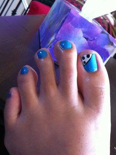 Toe nail art blue