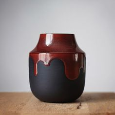 Barbara Lormelle - Black porcelain, vase « Rouge et Noir Vase Rouge, Flower Graphic, Stoneware, Photos, Porcelain, Pottery, Instagram, Paris, Texture