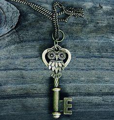 Vintage Owl Key Necklace Bronze by MythicalFolk on Etsy Antique Keys, Vintage Keys, Vintage Owl, Or Antique, Key Jewelry, Jewelry Making, Jewlery, Owl Skeleton, Skeleton Keys