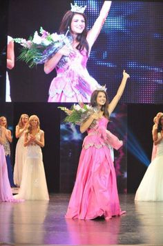 How to Walk in Evening Gown for a Beauty Pageant