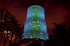 Miami Tower (fka Bank of AmericaTower, Centrust Tower) changes colors instantly with new LED lights