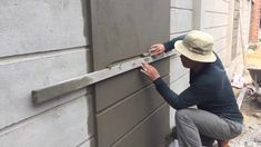 How to make a professional wall, using sand and cement ratio - Hof Ideen Fence Wall Design, Front Wall Design, Exterior Wall Design, Fence Design, Cement Work, Cement Walls, Boundry Wall, Wall Texture Design, Compound Wall Design