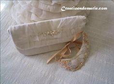 Pochette et collier plastron mariée brodés, ivoire et nude. : Sacs à main par creationsdemarie