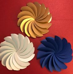 Some of the best things about summer are flowers that are in full bloom, outside adventures, and sunny weather.DIY Craft Projects Ideas and Glass Bead Craft Projects.This Pin was discovered by Nio Paper Flower Art, Paper Flower Backdrop, Giant Paper Flowers, Flower Crafts, Diy Flowers, Diy Paper, Paper Crafts, Flower Template, Summer Diy