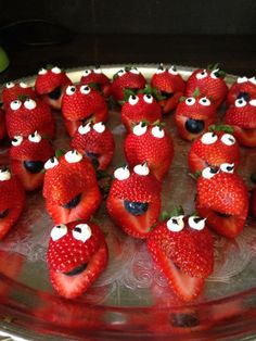 Birthday party idea from Kendra! Cute Snacks, Fruit Snacks, Fruit Recipes, Cute Food, Yummy Food, Food Art For Kids, Cooking With Kids, Childrens Meals, Creative Food Art