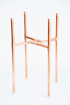 Fall decor ideas DIY Minimal Copper Pipe Plant Stand – Makeful Organizing A Garage Sale Before you s Tall Plant Stands, Metal Plant Stand, Diy Plant Stand, Copper Pipe Shelves, Do It Yourself Inspiration, Copper Decor, Diy Furniture, Plywood Furniture, Modern Furniture