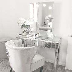 Such a beautiful dressing room from featuring our Diaz Hollywood Mirror.🤩 Makeup Mirror with Lights Vanity Decor, Interior, Hollywood Mirror, Beauty Room, Dressing Table Mirror, Diy Vanity Mirror, Bedroom Decor, Diy Beauty Room, Diy Vanity