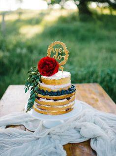 Silvia Fischer. echte kuchenliebe. Hochzeitstorte Naked Cake mit Blumen und Caketopper   Austria