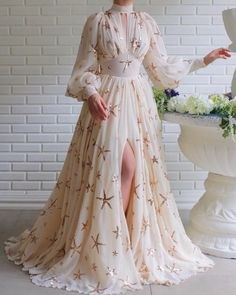 Starry Melissa Gown - - Details – White and gold dress color – Georgette dress fabric – Shiny sea stars all over the dress – Long-sleeved dress with an open leg and a neckline design – For special occasions Source by Elegant Dresses, Pretty Dresses, Beautiful Dresses, Evening Dresses, Prom Dresses, Formal Dresses, Linen Dresses, Dress Prom, Dance Dresses