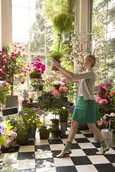 What an amazing conservatory. by Avoca My Flower, Fresh Flowers, Flower Power, Beautiful Flowers, Love Garden, Garden Shop, Garden Cottage, Flower Boutique, A Boutique