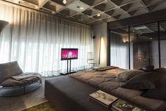 Este apartamento é um lindo projeto assinado por Salvio Moraes Jr e Moacir Schmitt Jr da CASAdesign Interiores. O Loft 44 possui uma decoração impecável, g