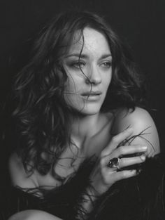 Marion Cotillard - French actress, singer and songwriter, and environmentalist. Photo by Peter Lindbergh Marion Cotillard, Peter Lindbergh, Black And White Portraits, Black White Photos, Black And White Photography, Portrait Studio, French Actress, Portrait Inspiration, Famous Faces