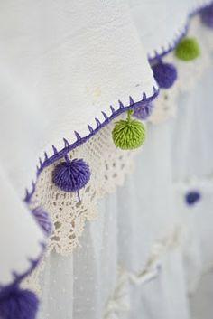 borde de mantel para hacer a crochet y pompons