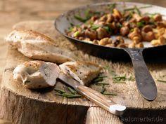 Hähnchenbrust mit Ziegenkäse - smarter - auf Pfifferlingen. Kalorien: 411 Kcal | Zeit: 45 min. #recipe #chicken