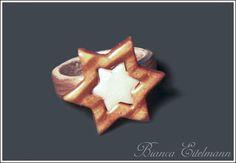 Ring in Sternform komplett aus Polymer Clay.     Polymer Clay ist eine ofenhärtende Modelliermasse, die es in verschiedenen Farben gibt. In rohem Zust