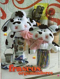 Artesanato e Cia : Vaquinha em feltro para pote Pots, Clay Animals, Animal Crafts, Cute Dolls, Clay Crafts, Snoopy, Christmas Ornaments, Holiday Decor, Sewing Ideas